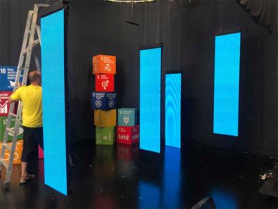 TV-studio-schermen